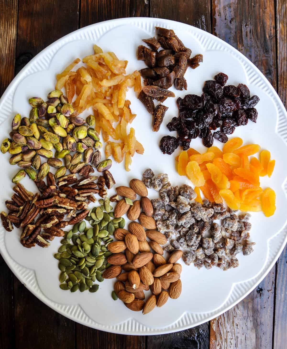 Ingredients: dried fruit and nuts