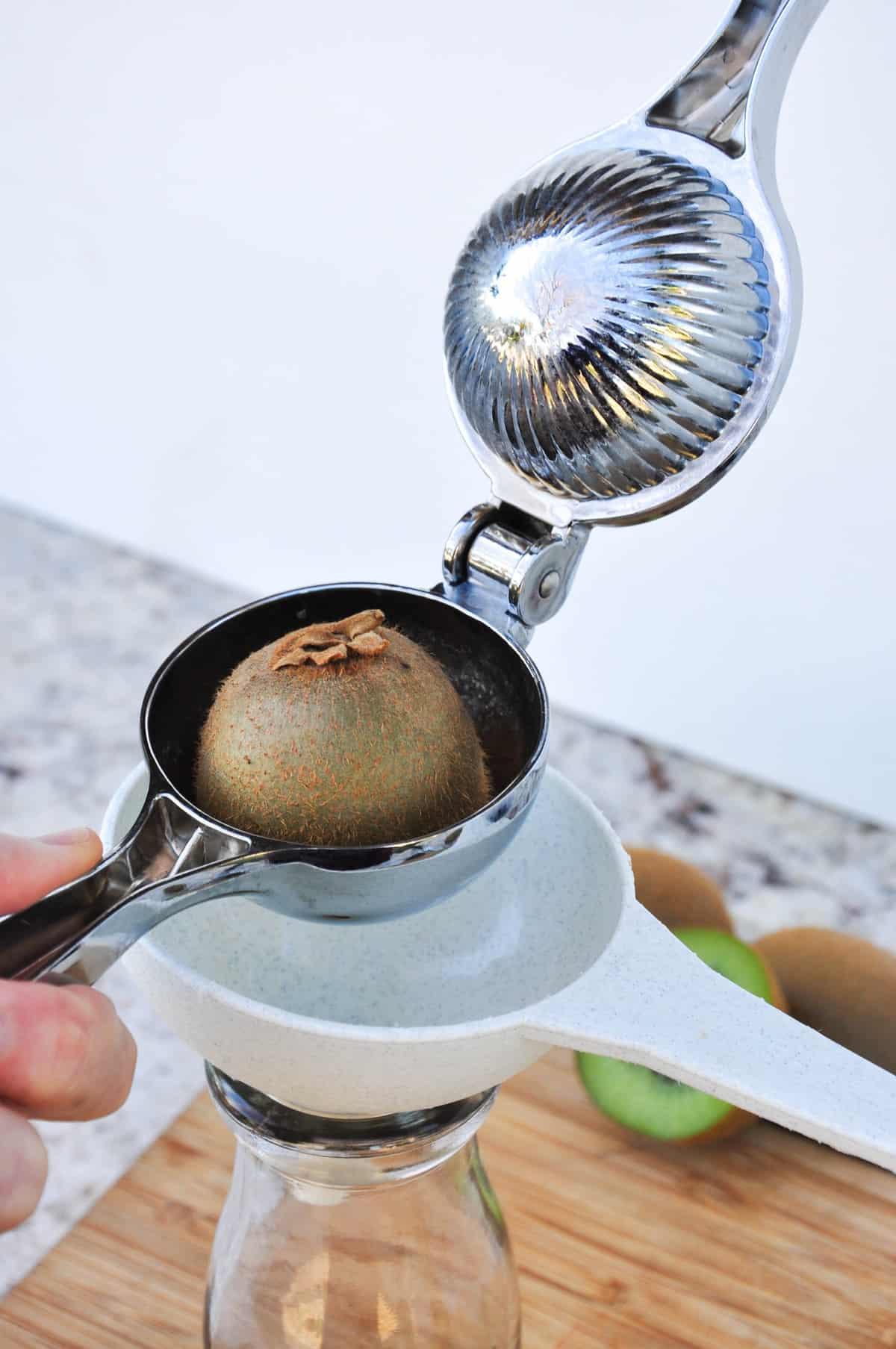 Juice kiwi fruit