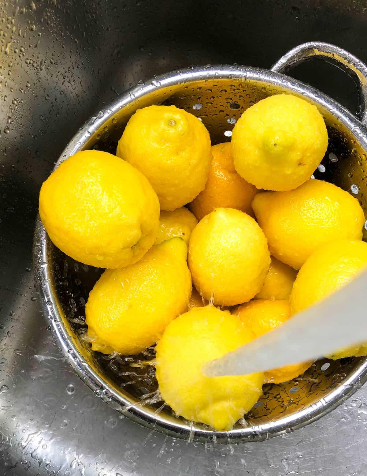 Rinsing lemons