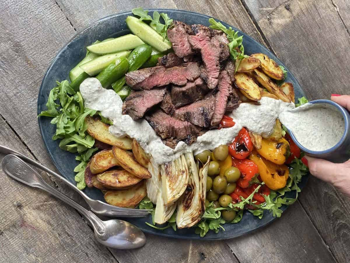 Steak salad with olives and garlic dressing recipe