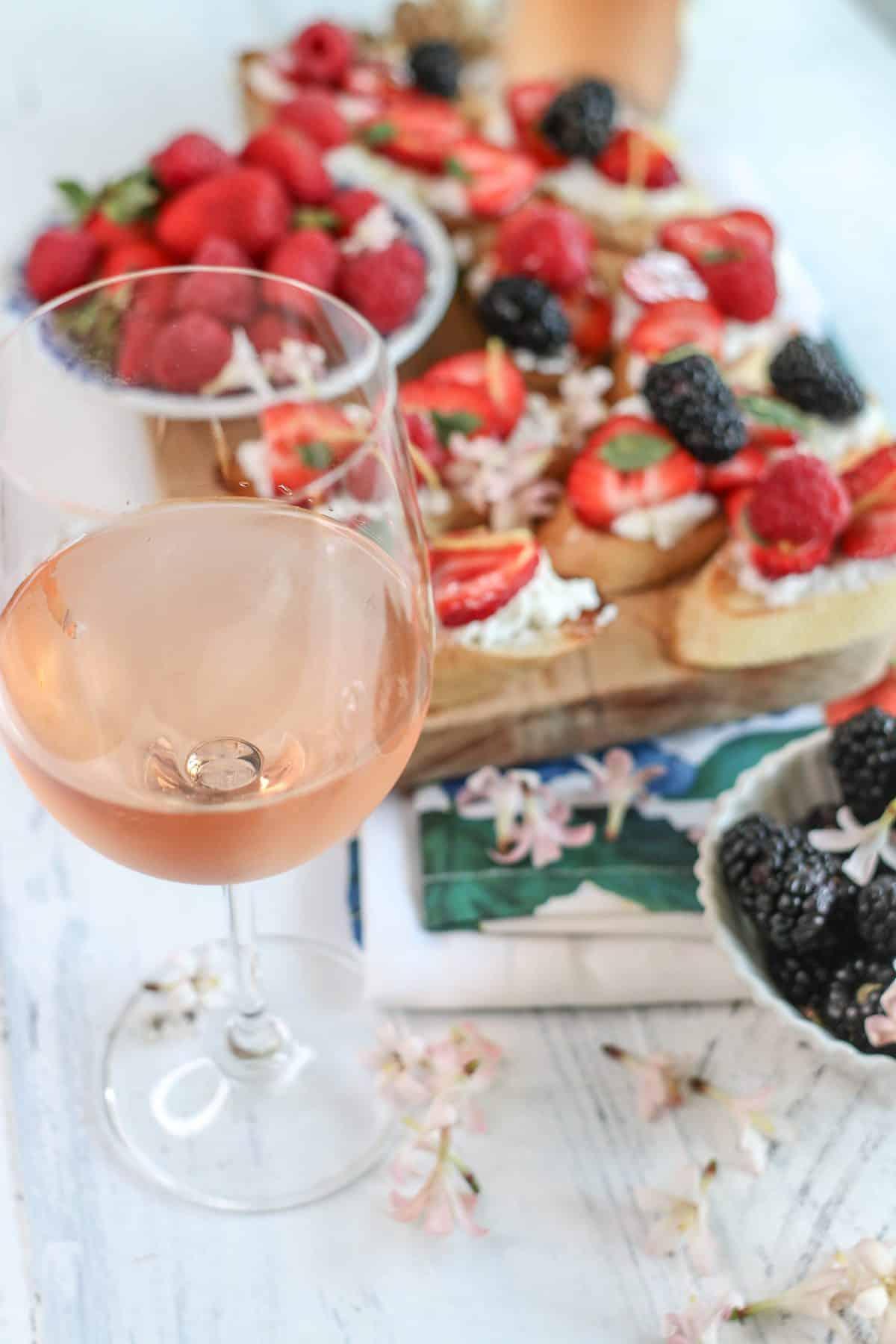 berry crostini with Rosé wine