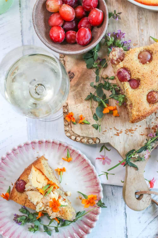 Inspiration for delicious grape recipes for dessert, Grape cake with baked orange ricotta