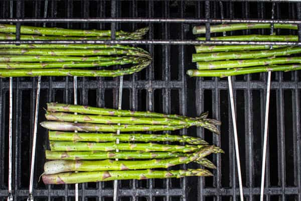 "Asparagus ""rafts"" on the grill, this is how to grill asparagus rafts like a pro."